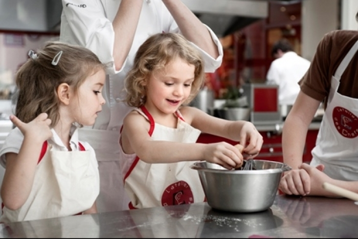 Initier son enfant la cuisine so workin 39 girls - Atelier cuisine enfants paris ...