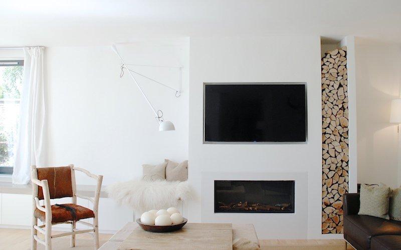 déco-salon-scandinave-rustique-moderne-niche-rangement-bois-chauffage