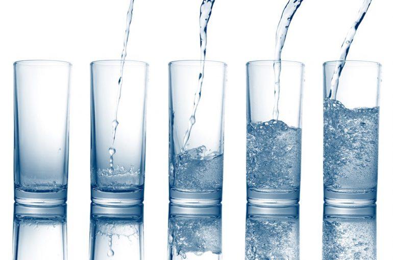 L'eau de source Rosée de la Reine est l'une des meilleures eaux à consommer et pour toute la famille