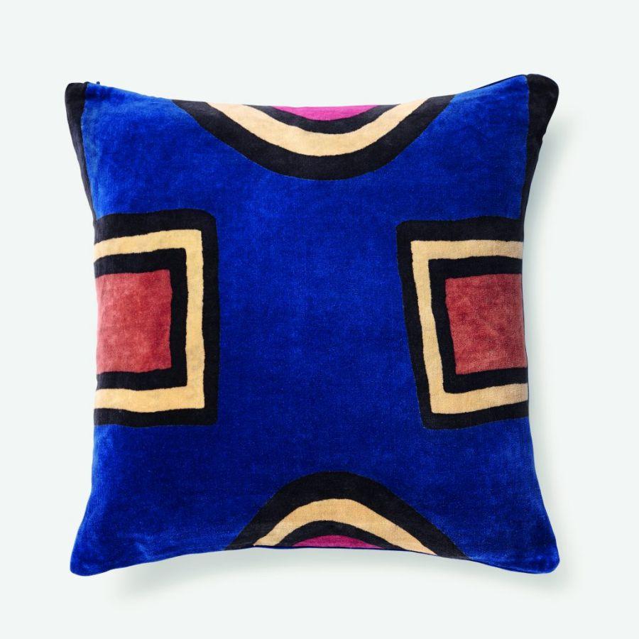 Coussin bleu India Mahdavi, collection Noël de chez Monoprix