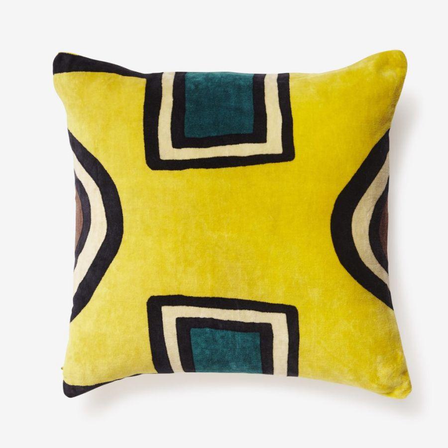 Coussin jaune India Mahdavi, collection Noël de chez Monoprix