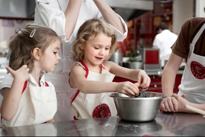 Initier son enfant la cuisine so workin 39 girls - Cours de cuisine pour ado ...