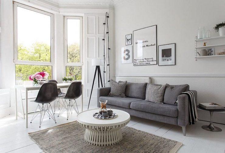 déco-salon-scandinave-noir-blanc-canapé-droit-gris-chaises-Eames