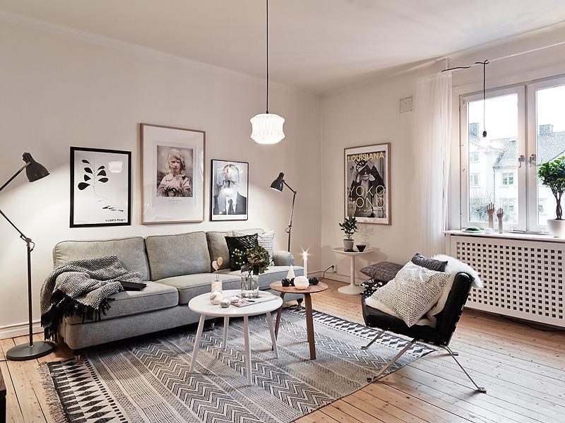 déco-salon-scandinave-posters-cadres-tapis-gris-motifs-lampadaires