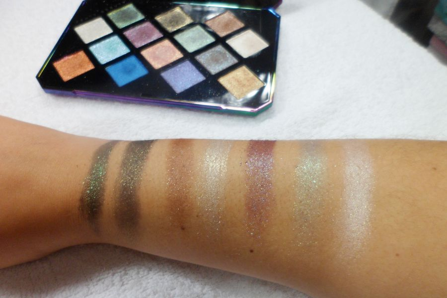 Swatches de la palette Galaxy de la marque Fenty Beauty par Rihanna