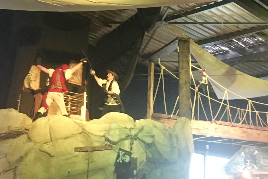Combat de pirates au restaurant des pirates