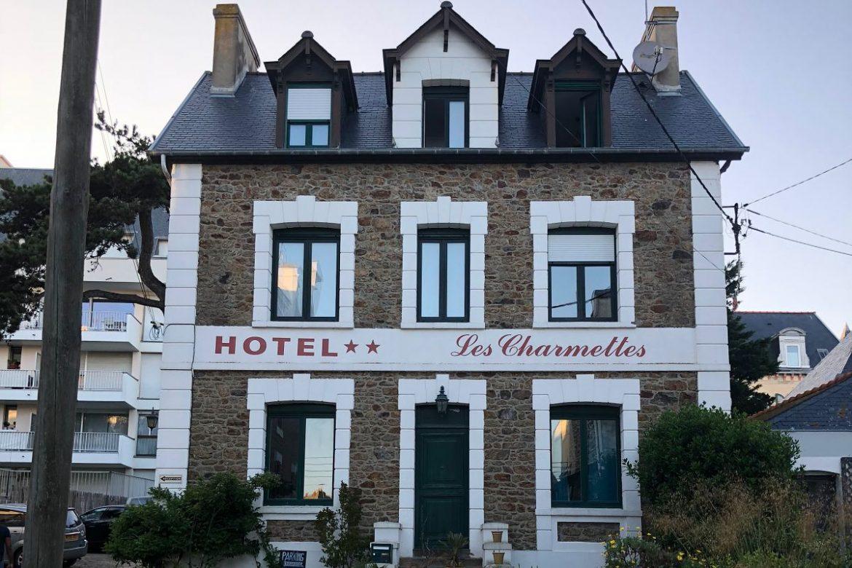Façade de l'hôtel les charmettes à Saint Malo en Bretagne