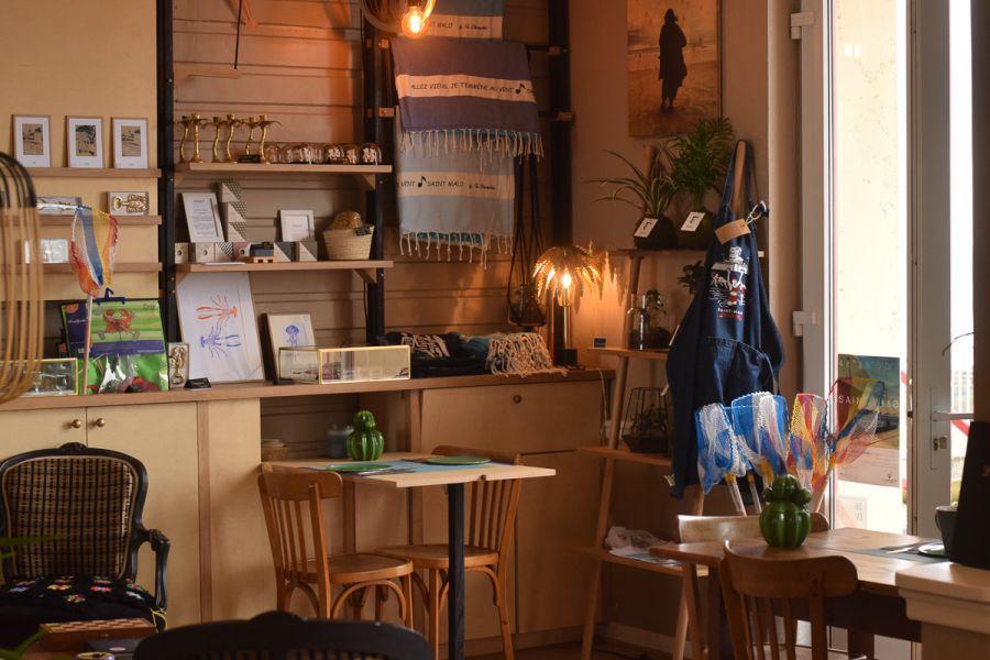 Petit salon de l'hôtel les charmettes à Saint Malo en Bretagne