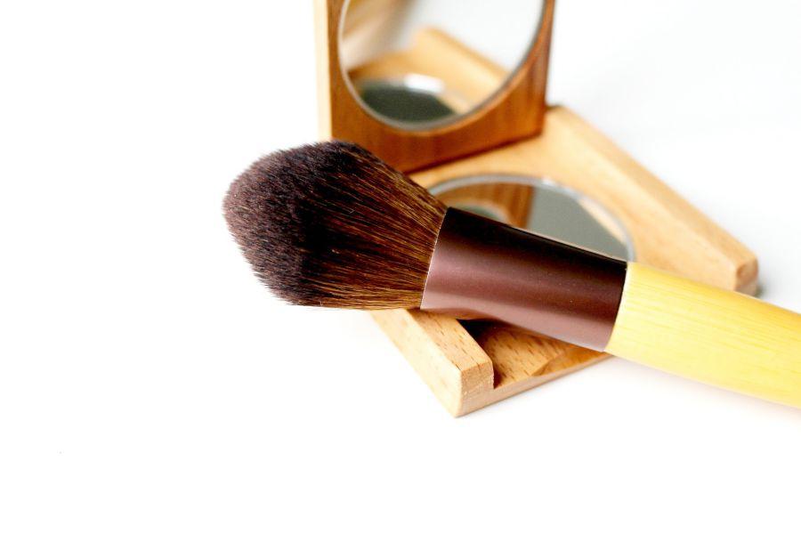 Pinceau de maquillage, style éthique