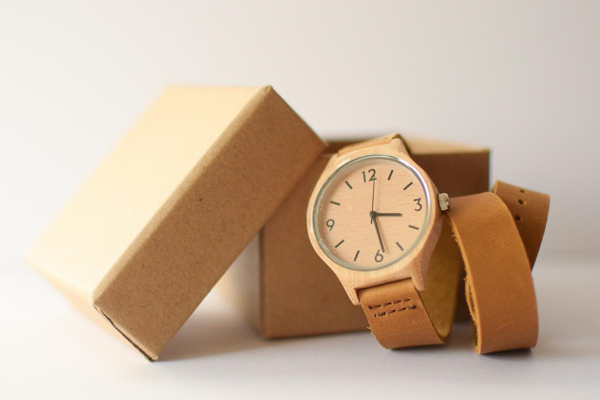 Montre en bois TheWoodStock, avec son double bracelet en cuir.