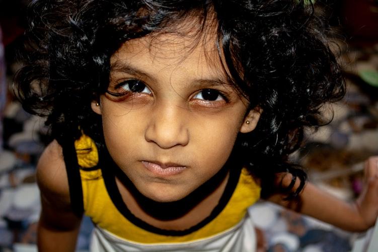 Enfant en plein terrible two, crise des 2 ans